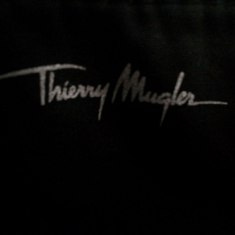 Stříbrné psaníčko Thierry Mugler 7Dnů